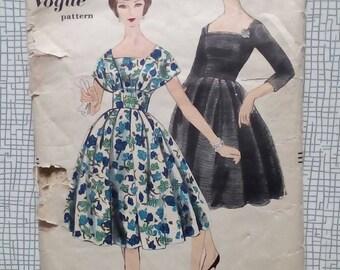 "1960s Dress - 32"" Bust - Vogue 9794 - Vintage Sewing Pattern"