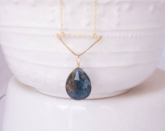 Dainty 14k Gold Filled Necklace / Bar Pendant / Faceted Blue Labradotite Drop Gemstone / Gold Fill / GF / Stone / V