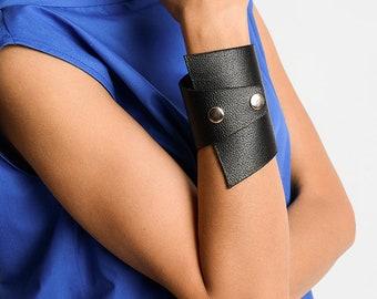 NEW Black Genuine Leather Studded Bracelet/Extravagant Leather Cuff/Large Black Wristband/Handmade Unisex Bracelet/Black Leather Accessory