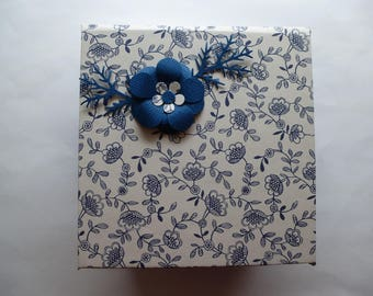 Example box note Navy Blue and white with flower