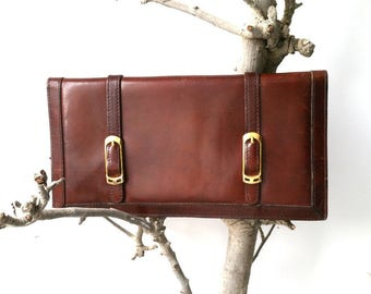 Vintage classic clutch with gold buckles