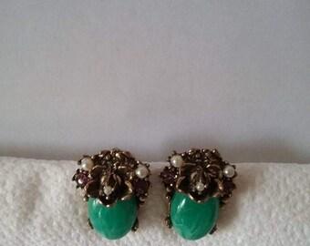 Vintage Peking Glass Screw Earring