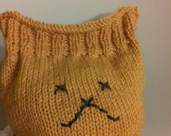 """kitten"" woolen hat with rust color"