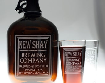 Personalized Beer Gift 128oz 1 Gallon Growler and 2 Glass set with Simple Old School Family Name Brewing Label Design. christmas,holiday