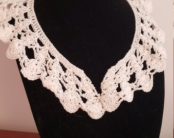 Vintage crocheted lace collar