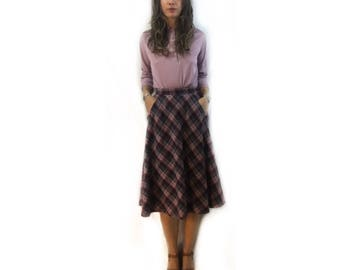 Vintage Union Made 70s wool plaid circle Skirt with pockets // size x-small