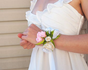 Rose wrist corsage // Silk rose corsage // Bridal corsage / Prom corsage / Silk flower bracelet / Wedding corsage / White Ivory Pink corsage