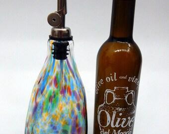 Belle arc-en-main soufflé à l'huile et vinaigre Huilier, bouteille, flacon verseur par Rebecca Zhukov