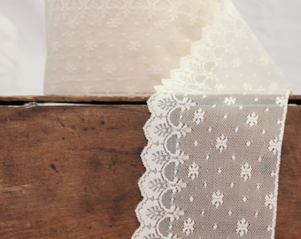 Classic beige lace, vintage ribbon of lace, wedding ornament ribbon lace, Millinery lace, beige lace, lace ribbon sold by meter, hat ribbon