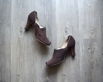 1930s 1940s shoes . vintage 30s brown suede shoes . size 7.5