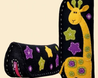 Felt Giraffe Spectacle/Pencil case - Cross Stitch Kit from RIOLIS Ref. no.:1339AC