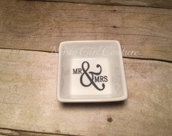 Personalized ring dish, Jewelry Dish, Engagement Gift, Bridal Shower, Mr and Mrs Gift, Wedding Gift, Couple Gift, Bride Gift, Gift for her