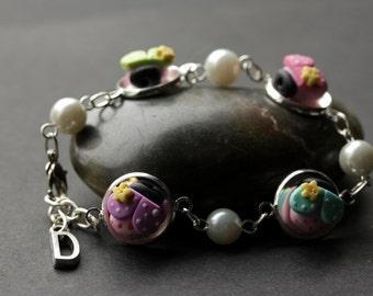 Ladybug Bracelet with Personalized Letter Charm. Polymer Clay Lady Bug Bracelet. FIMO Clay Ladybug Bracelet. Handmade Bracelet.