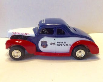 Ertl 1940 Ford Coupe Brinks security Buy War Bonds cast iron car. Free ship to US