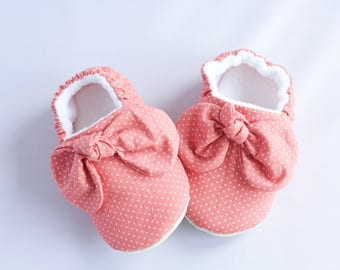Pink Baby girl shoes with knotted bow at front, for pre walkers and toddlers