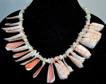 Vintage 1950s Mother of Pearl Blush and Coral South Seas Souvenir Necklace