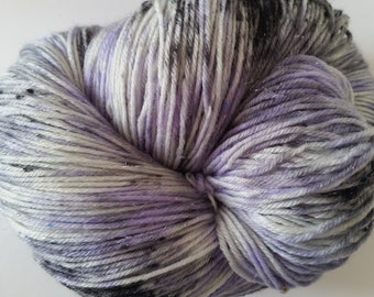 Woman of letters Lighthouse Base 100g merino nylon stellina 422m