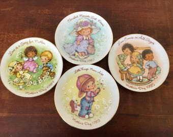 4 x Vintage collectable avon plates