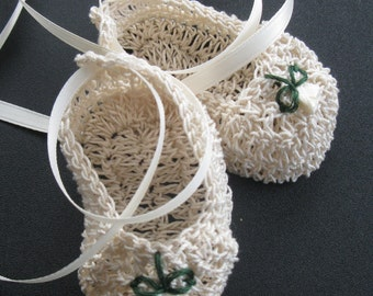 Crochet Newborn Baby Girl Booties Infant Crib Shoes with Roses Knit Baptism Mary Janes Christening Reborn Doll Booties Baby Photo Prop