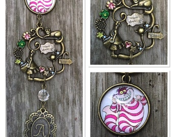 Alice In Wonderland Cheshire Cat Metal Glass Keyring Keychain AU