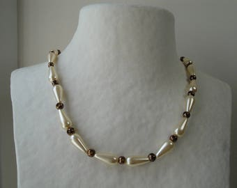 Glass pearls and bronze necklace
