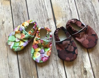 Conversation Hearts Valentines Day Baby Shoes - Moccasins for Babies - Baby Booties - New Baby Gifts - Baby Photo Props - Baby Crib Shoes