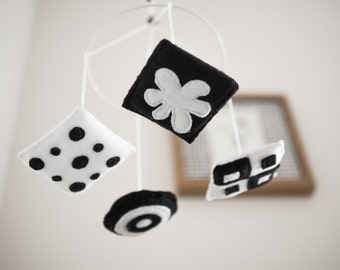 Black and white baby mobile - mini