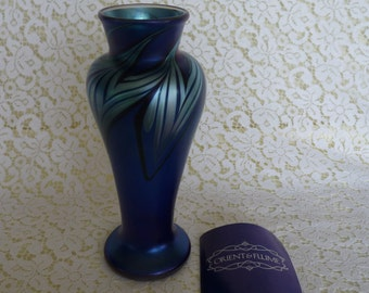 """ORIENT & FLUME A115 - 8.5"""" Blue Iridescent - Combed Pulled Feather Art Glass VASE - dated 1977...Made in United States"""