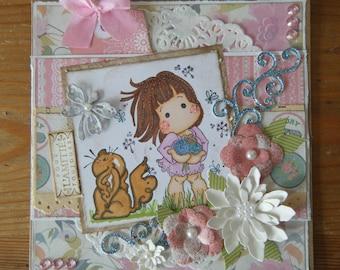 Carte d'amitié  fleurie, avec tilda et son petit chien parmi les fleurs