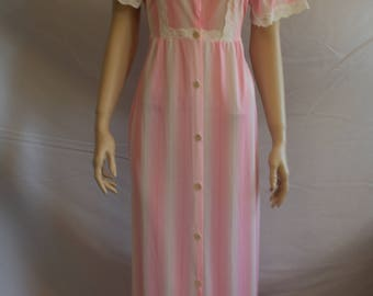 60s lingerie, vintage 1960s penoir, pink, dressing gown, vintage nightgown, button front, pink white lace, 60s lingerie,  1960s S small XS