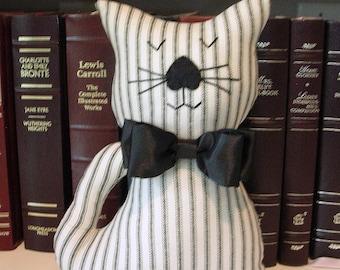 Noeud peluche chat - noir et blanc rayé tissu Kitty coussin - chat Home Decor - cadeau d'amant de chat - chat décoratif