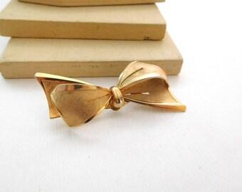 Vintage Dimensional Mixed Texture Yellow Gold Tone Ribbon Bow Brooch Pin K46