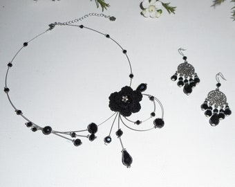 Air necklace with black crystal on wire beads