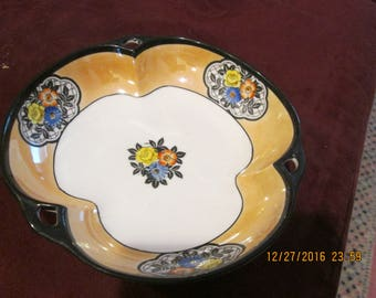 Bowl with small flowers, a kind of stylized scalloped shape, Noritake, hand painted 1930's