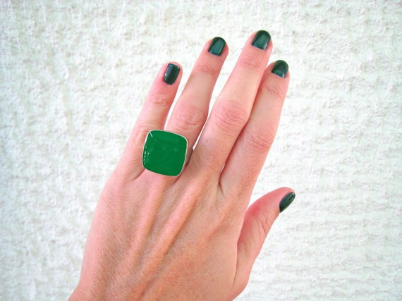 Emerald green ring, green statement ring, silver tone green resin ring, square cocktail ring, modern minimalist jewelry, color block jewelry