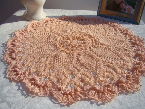 Peach sunburst crocheted puff stitch pineapple table topper