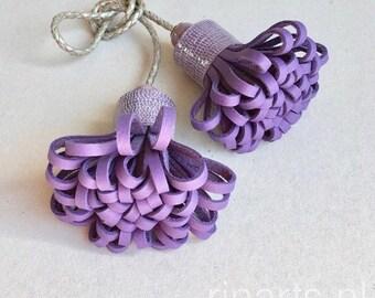 Bijou de sac DUO pompon en cuir violet avec pompons. Bijou de sac pompon double violet. cadeau pour elle