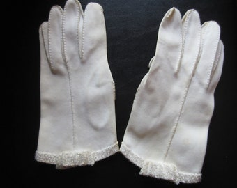 Vintage ivory cream stretch gloves with clear beading and a beaded bow, vintage 1960s ivory cream ladies gloves, vintage wedding gloves