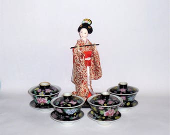 Adorable Chinese Lidded soup bowls
