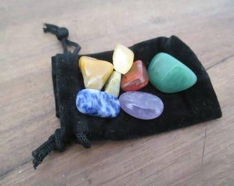 Clutch 7 stones to harmonize the Chakras.