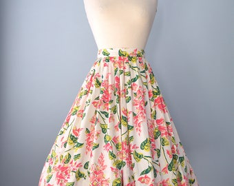 1950s Cotton Skirt...Darling Vintage Floral Print Cotton Full Skirt 26 Inch Waist