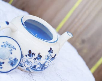 Blue and White Teapot Candle