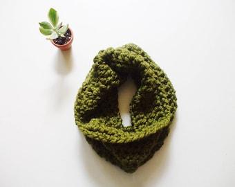 Chunky Cowl // GRASS Green Scarf // Women Chunky Scarf // Men Chunky Scarf // Chunky Scarf // Oversized Cowl // Crochet Scarf //  Scarf