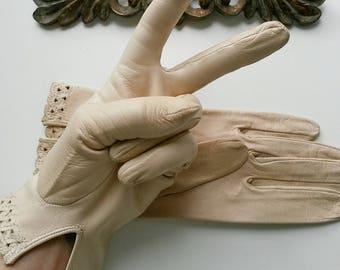 white cream gloves vintage Italy Leather bright cream ivory 1980 Womens Gloves Size 7 3/4 elegant stylish embroidered Leather lamb Gloves