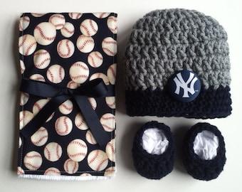New York Yankees hat, booties and burp cloth for baby, Yankees baby gift, Yankees baby shower gift, handmade Yankees gift set,