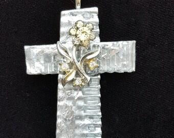 Beautiful cross pendant with vintage rhinestone flower center