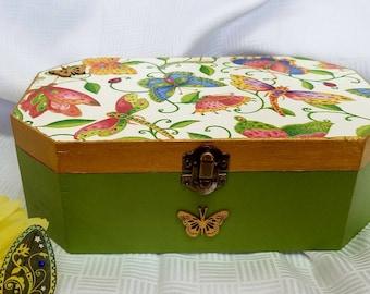 Spring Keepsake Box/ Decorative Box/ Jewelry Box/ Trinket Box /Green Box / Butterfly Box