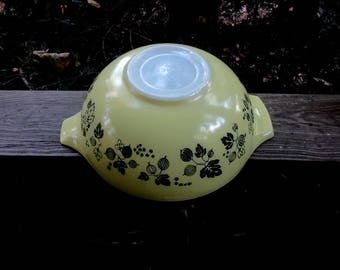 pyrex gooseberry black and yellow large cinderella bowl