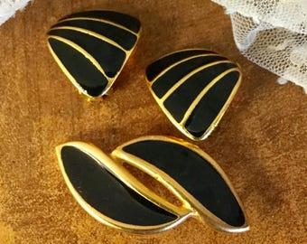Intense Black Enamel Gold Tone Metal Demi Parure Earrings and Brooch Clip On Unsigned 1980's Stylized Seashells Waves Career Wear