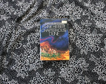 Chapterhouse Dune By Frank Herbert. 1982 Vintage paperback sequel to Dune. Classic Science Fiction. Berkley Sci Fi Trade Paperback Cover